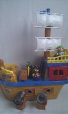 Adorable Big Mega Bloks Musical 'Pirate Ship' with Pirates & Mermaid Figures